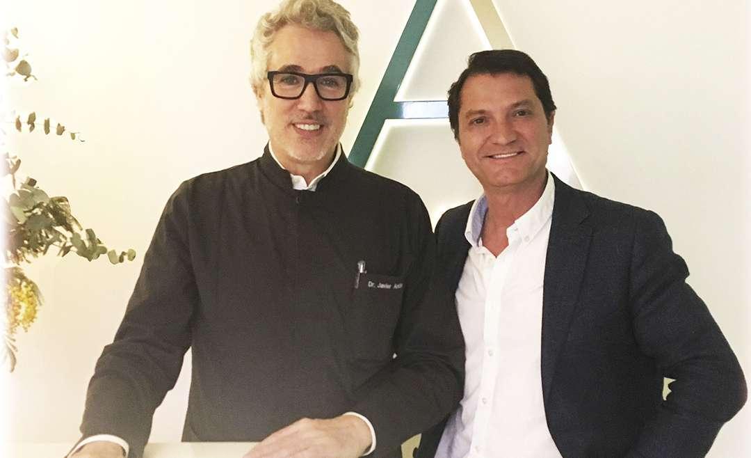 Dr. Miguel Lombardo perfecciona su técnica en Asesoramiento Facial