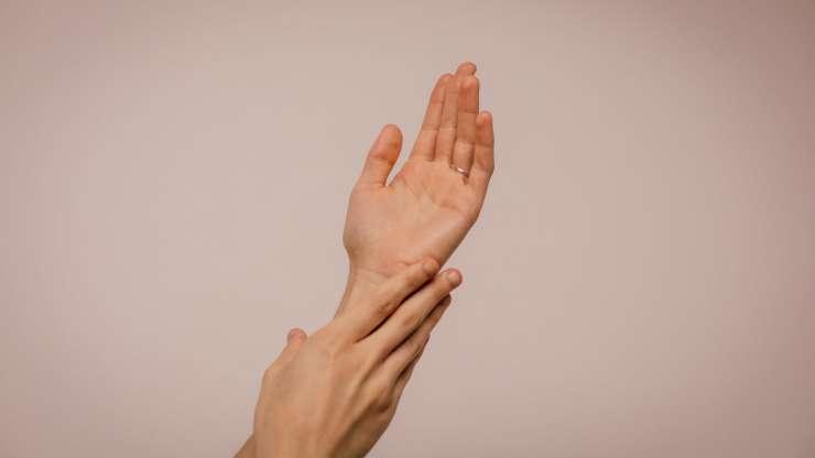!No dejes que tus manos te delaten!